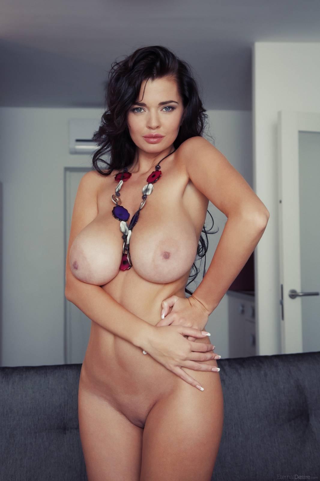 Худые женщины с большими натуральными сиськами порно 23 фотография